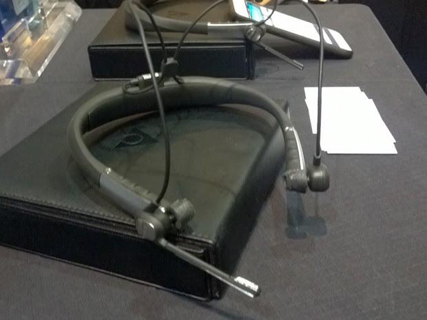 Microfone do Mix 360 capta sons do ambiente e permite que usuário fique atento enquanto ouve música (Foto: Gustavo Petró/G1)