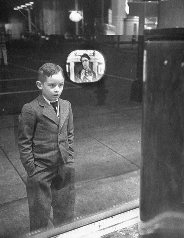 #6 Yıl 1948 ilk kez televizyon gören bir çocuk 😊