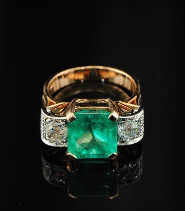 Deco Columbian Emerald ring