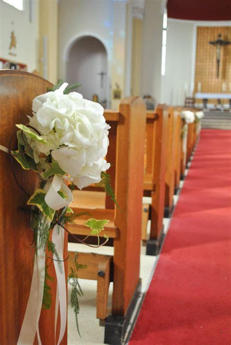 pew decorations for church weddings     cream wedding