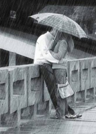Two People Kissing In The Snow. kiss People+kissing+on+