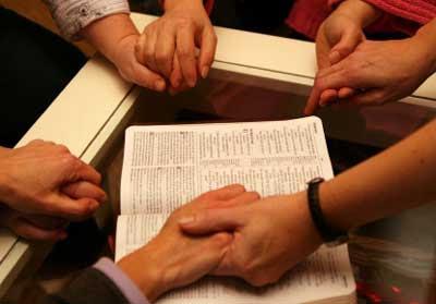 Orar Tomados De Las Manos Aumenta La Efectividad Y El Poder De La