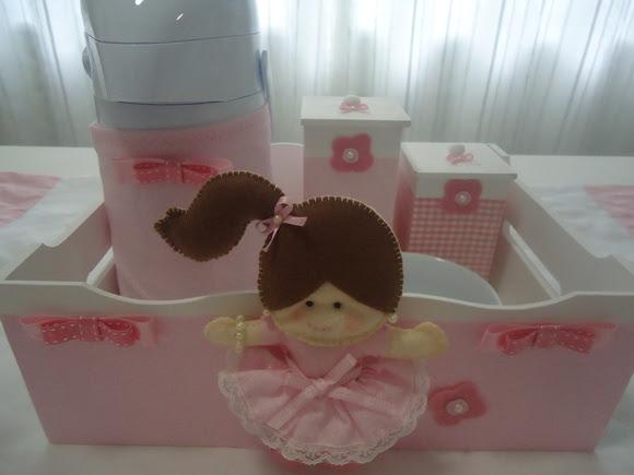 Kit Higiene Bebê Boneca Rosa c/ Garrafa