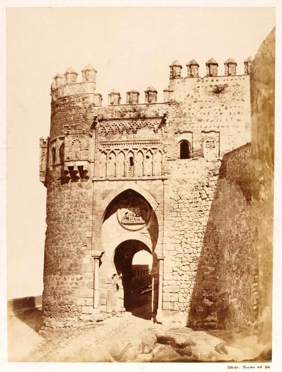 Puerta del Sol hacia 1858. Fotografía de Charles Clifford. © Victoria and Albert Museum, London