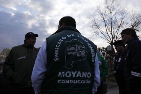Algunos de los camioneros que desafían a Kirchner.| Reuters