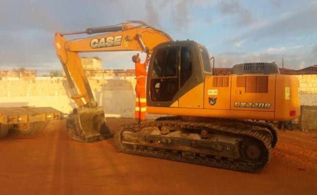 Máquinas e contêineres para construção de muro chegam a Alcaçuz
