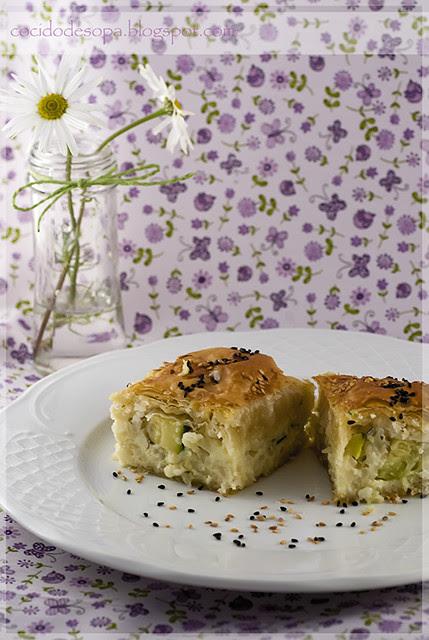 Pastel griego de calabacín y arroz