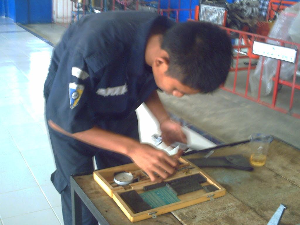Pasanglah replacement rod pada cylinder bore gauge title=