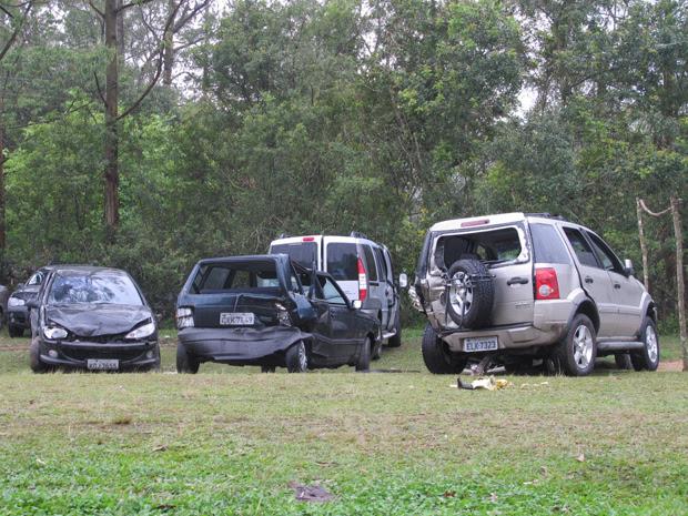 Carros envolvidos no acidente na Imigrantes (Foto: Juliana Cardilli)
