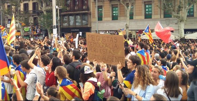 Manifestació d'estudiants universitaris al centre de Barcelona en suport al referèndum / Guillem Amatller