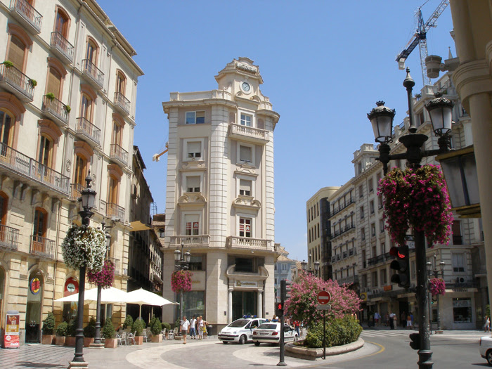 File:Granada puerta real.jpg