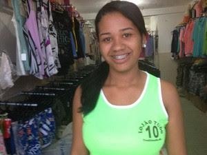 Luana Santos, de 21 anos, afirma que lotérica tinha ótimo movimento (Foto: Henrique Mendes / G1)