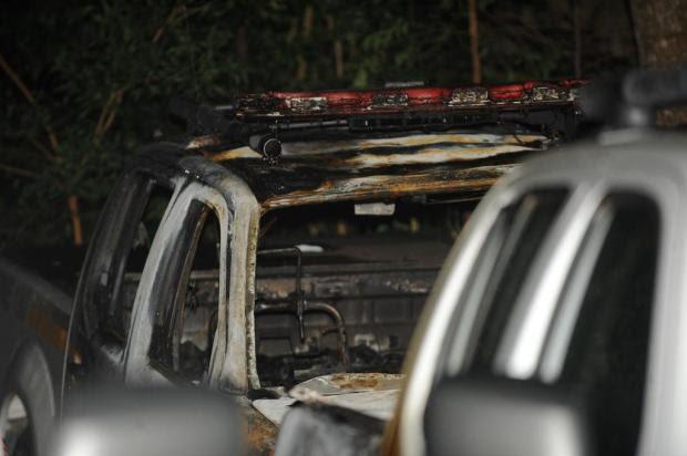 Dez viaturas são incendiadas no pátio da Academia de Polícia Militar em Porto Alegre Diogo Zanatta/Especial