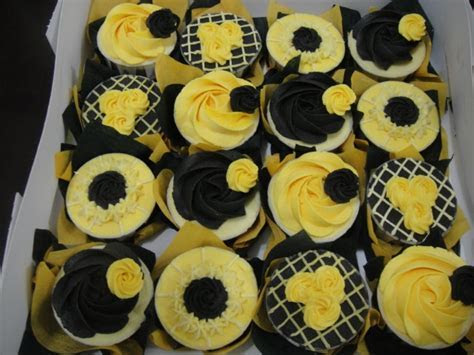Black and Yellow Cupcakes for Graduation!   Southern Miss