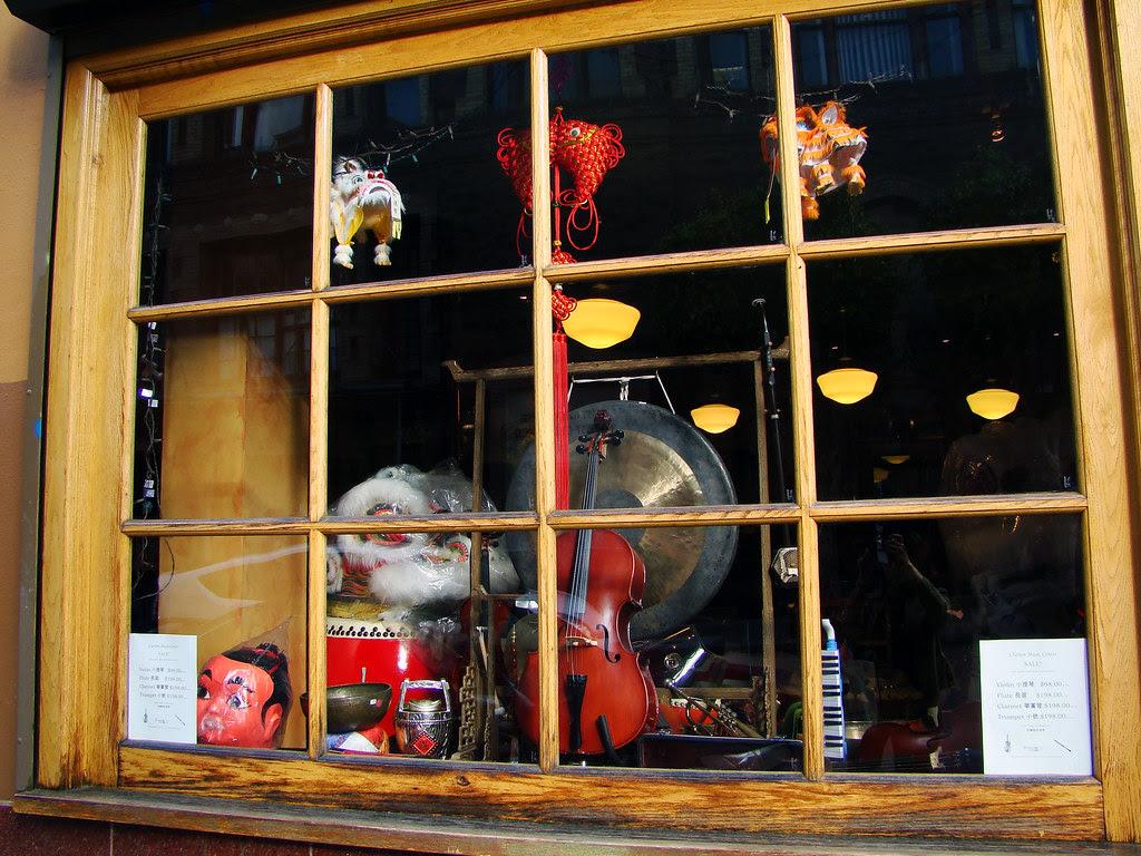 DSC03095 Clarion Music Center window
