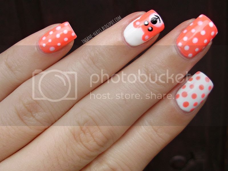 photo polka_dots_manicure_3_zps702e103e.jpg