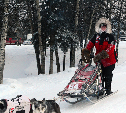 YQ300 mushers into Pelly Crossing