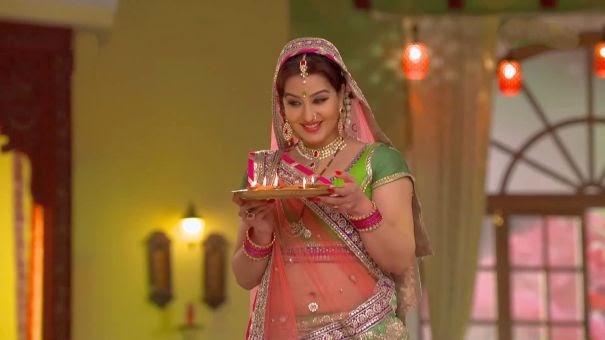 Hot Navel Pics: Sexy Aunty Shilpa Shinde Rare Navel Show