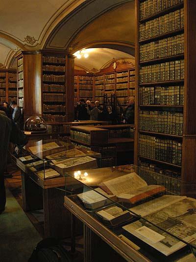 Biblioteca de la Catedral de Kalocsa, sala central, inauguración de la exposición