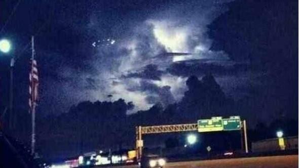 ovni houston OVNI avistado durante tempestade de chuva em Houston (EUA)