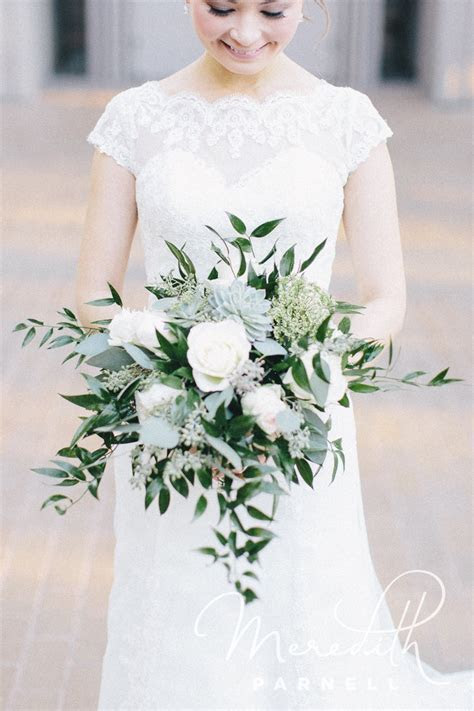 20 Best Lush Greenery Wedding Bouquets Ideas for 2018