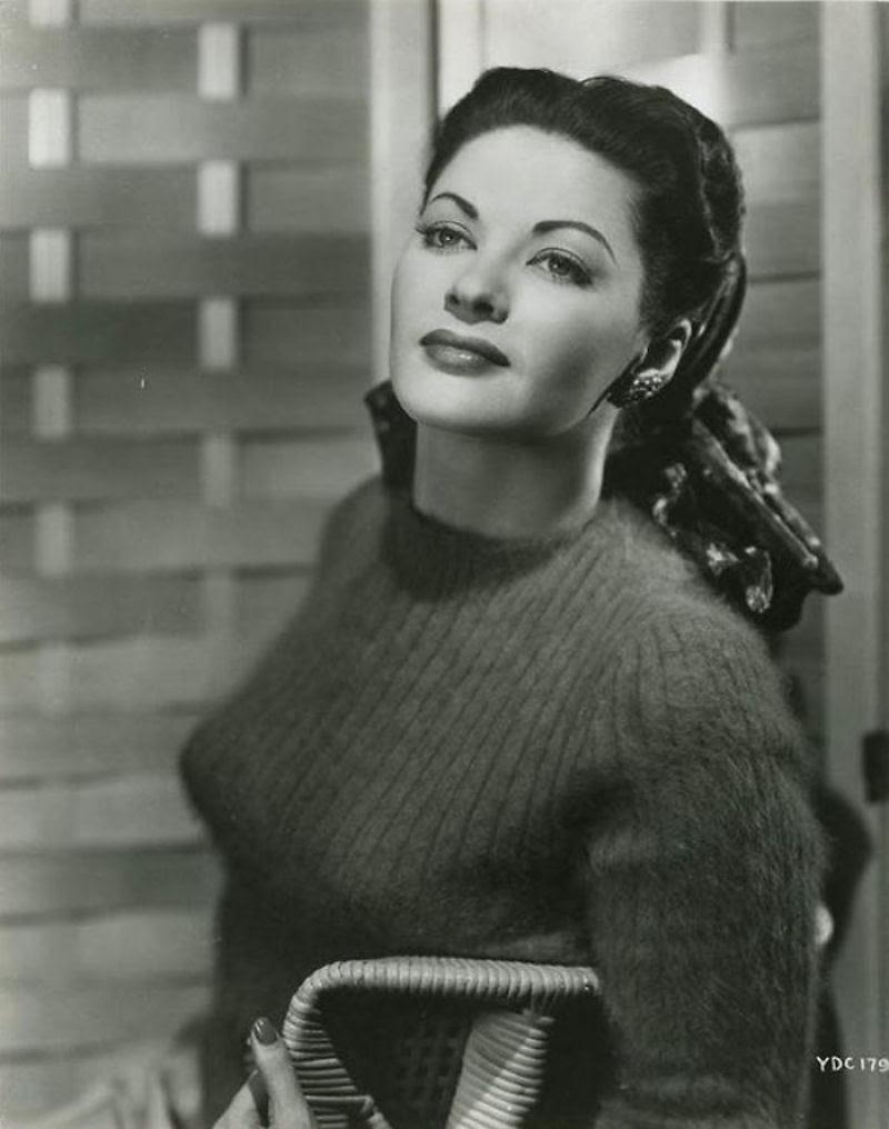 A história das Sweater Girls e os sutiãs-torpedo 43