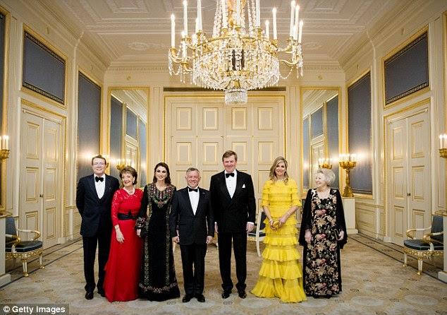 O jantar de gala foi realizado no Palácio Noordeinde em Haia na noite de terça-feira