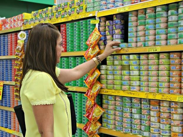 Consumidor não tem o hábito de ler o rótulo (Foto: Suelen Gonçalves/G1 AM)