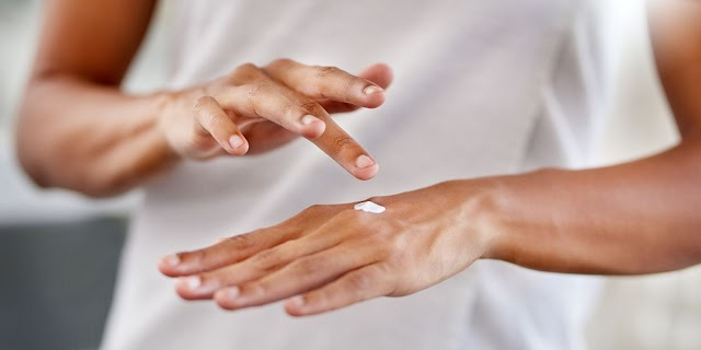 The skin of the hands has become lifeless and dull due to the hardness of the sun and constant work ??? So don't worry, rejuvenate your hands with just these 5 easy tips