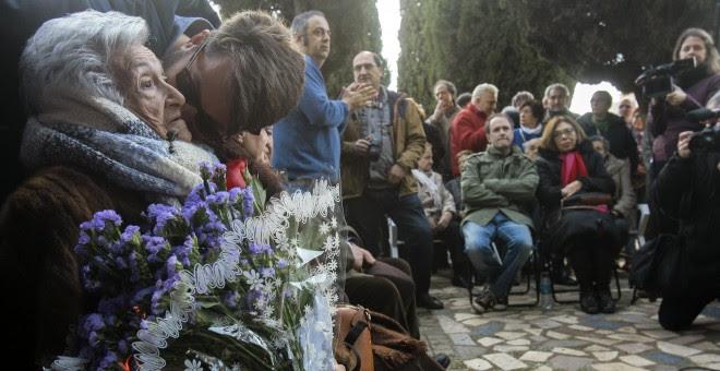 Los restos de Timoteo Mendieta han sido exhumados este sábado en el cementerio de Guadalajara tras 12 días de trabajo del equipo de la Asociación para la Recuperación de la Memoria Histórica (ARMH).Timoteo Mendieta, natural de Sacedón (Guadalajara), fue f