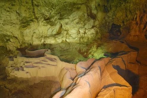το-μυθικό-σπήλαιο-των-λιμνών-8