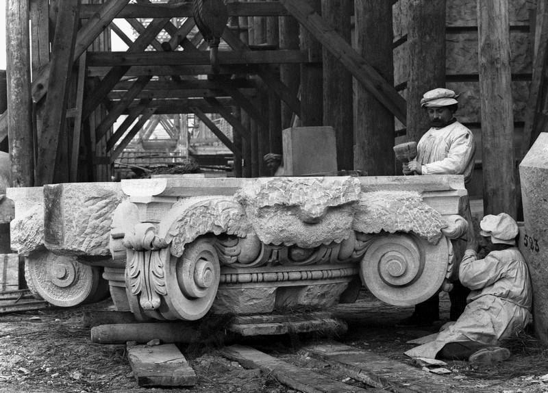 Гастарбайтеры с востока строят истинным арийцам Рейхстаг в 1890г.
