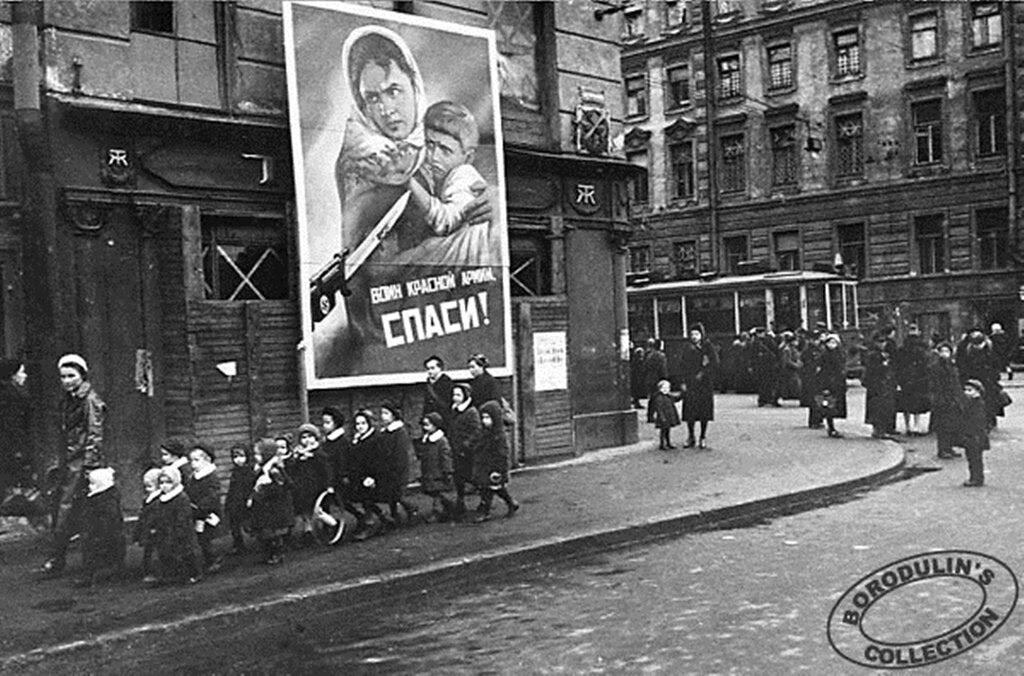 В блокадном Ленинграде. 1942.