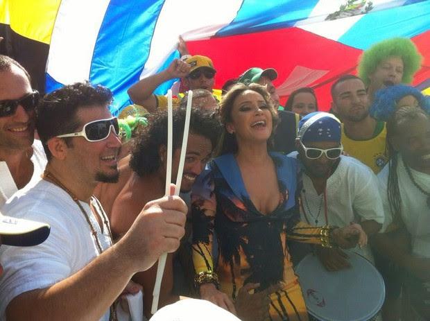 Claudia Leitte grava clipe da Copa (Foto: Divulgação)
