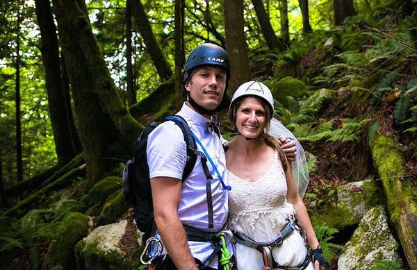perierga.gr - Παντρεύτηκαν σε ύψος 400 μέτρων!