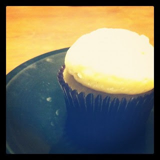 cupcake. it's what's for breakfast. {dr.'s orders!}