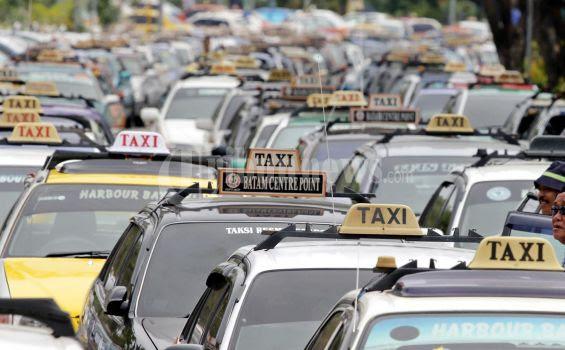 Pesan Taksi lewat Aplikasi Taxi Mobile Reservation