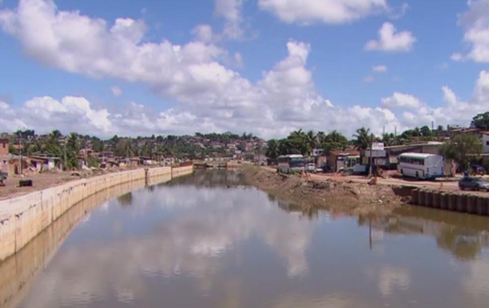 Faltam 40% das obras de alargamento do Canal do Fragoso serem concluídos (Foto: Reprodução/TV Globo)