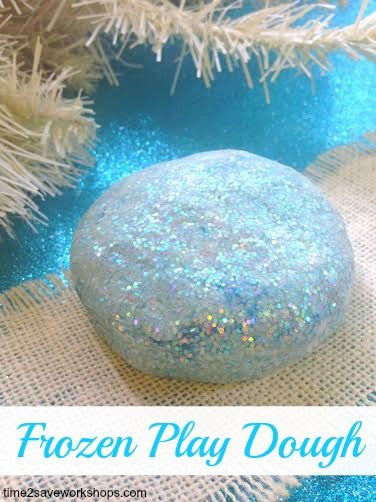 Do you have a little one that loves Frozen? If so, here is a super simple recipe for homemade Frozen Play Dough. Your little princess will think you are a genius! #frozen
