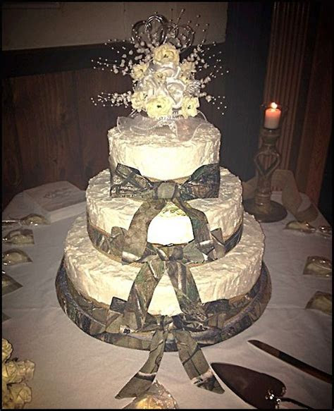 #realtreecamo #wedding #cake   simple is elegant.   Camo