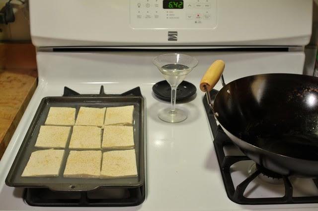 Marinating Tofu and Freashly-seasoned Wok (DS3_6161)