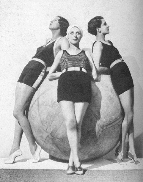 Vogue-ete-1930---Jean-d-Ahetze.png