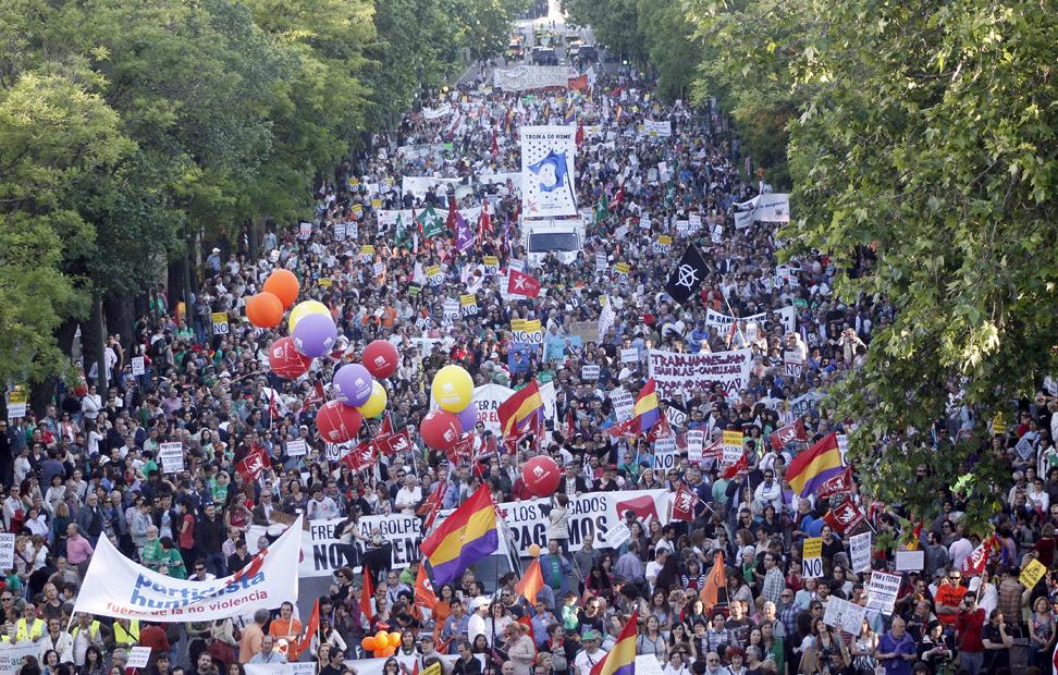 Miles de manifestantes abarrotan el Paseo de la Castellana de Madrid en la cita europea contra la troika y la austeridad.