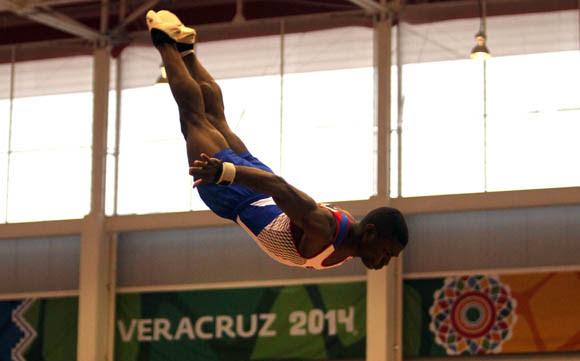 Manrique Larduet Oro en el All Around y el caballo de salto, Plata en Paralelas y Barra fija. La gimnasia artística cubana regresó a los primeros planos de la región. Foto: Ismael Francisco/Cubadebate.