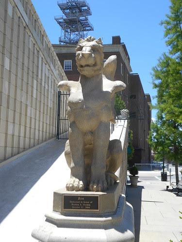 Grove Arcade statue (1)