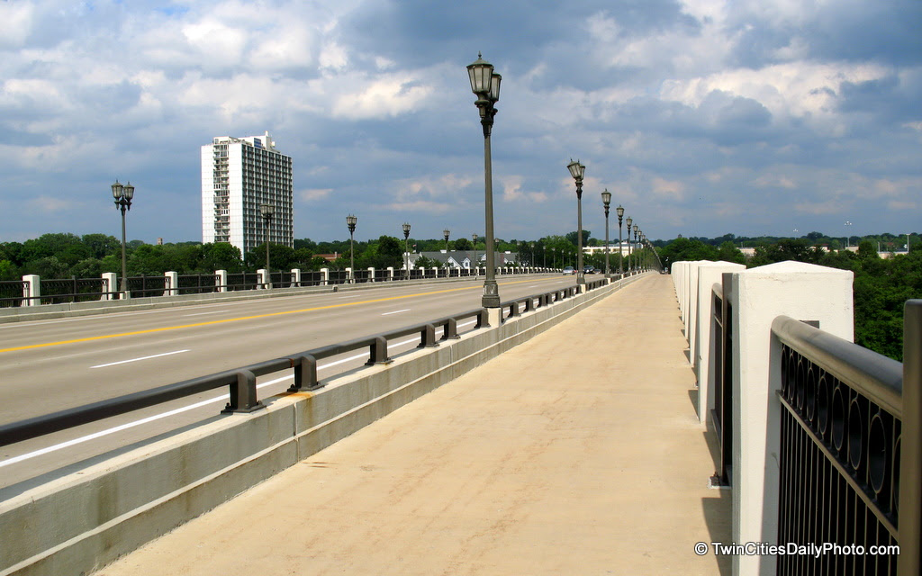 Looking towards the St Paul side of the Ford Parkway Bridge.