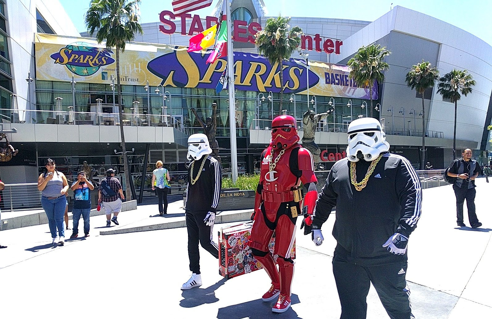Gallery: Storm Troopers with boomboxes, dragons, and more randoms from E3 screenshot