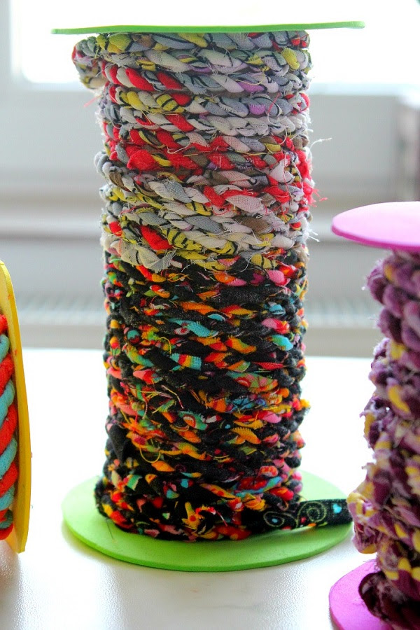 Tutorial: Twisted twine from your scrap fabrics – Sewing
