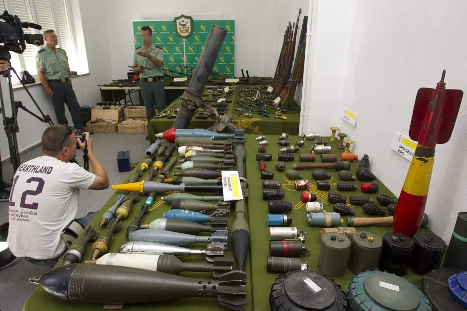 Incautan un gran arsenal de armas en Málaga