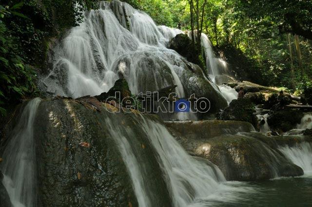 Sesejuk Air Terjun Matabuntu Makassar